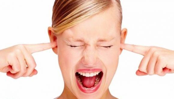 ¿A qué se deben lo zumbidos en nuestros oídos?