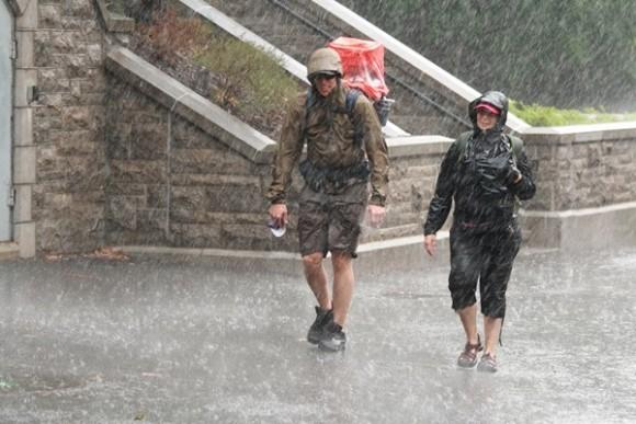 Curiosidad: ¿Qué moja más, caminar o correr bajo la lluvia?