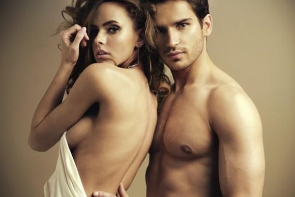Secreto de una relación feliz: dormir desnudos