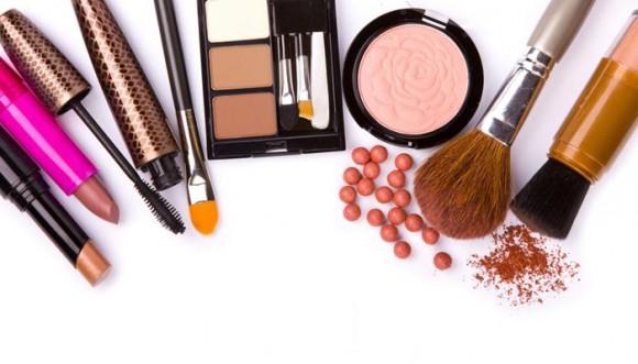 Razones para deshacerte de tu maquillaje viejo