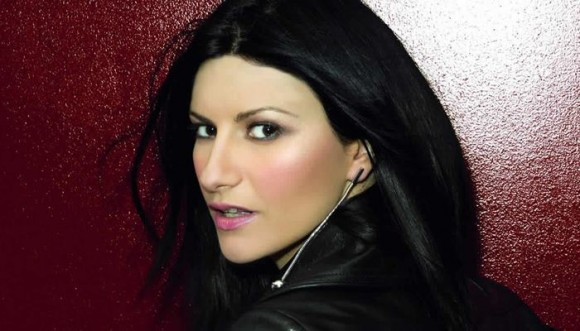 Laura Pausini enseñó más de la cuenta en el concierto
