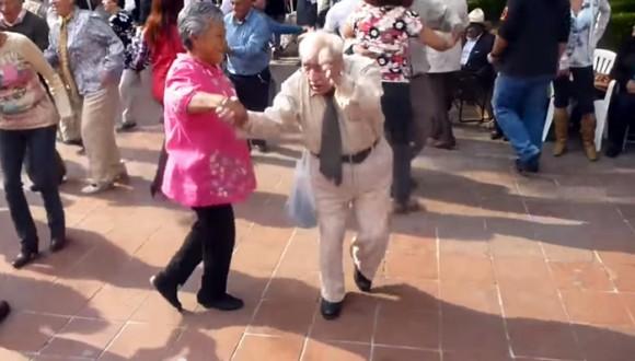 Divertido baile del abuelo