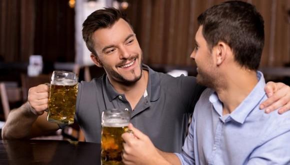 Top 5 de las cosas que él le cuenta a sus amigos sobre ti
