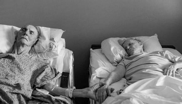 Abuelos mueren cogidos de la mano