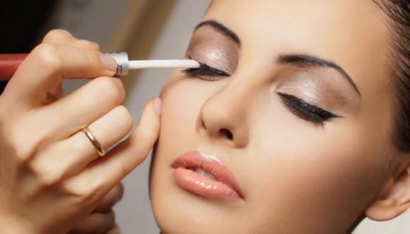 Hombres se sienten más atraídos por mujeres con poco maquillaje