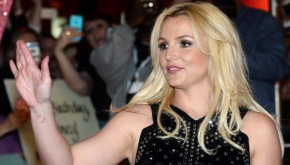 Britney Spears se prepara para cantar en español