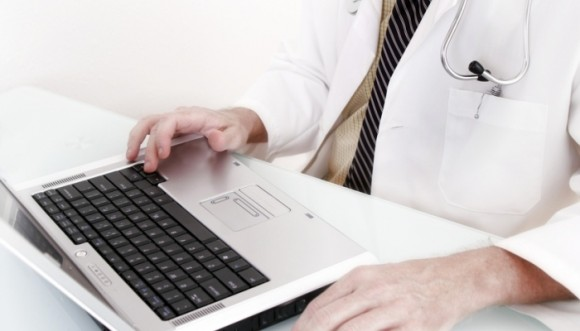 Google y médicos diagnosticarán en línea
