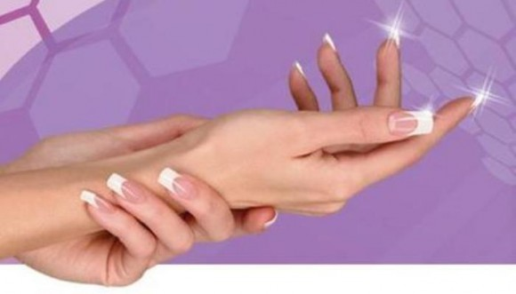 ¿Cómo ponerte las uñas postizas tú misma? Tutorial...