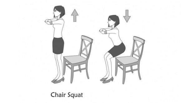 Tonifica tus glúteos con una silla