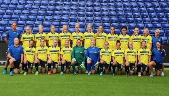 Equipo de fútbol femenino genera polémica con una foto