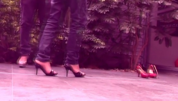 Los Retrotubers en los tacones de ellas (video)