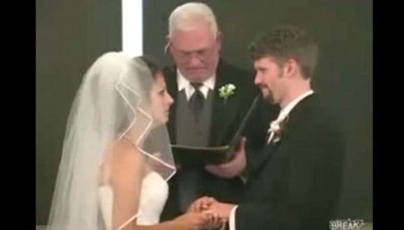 Joven le dice panqueque a su novia en el altar (video)