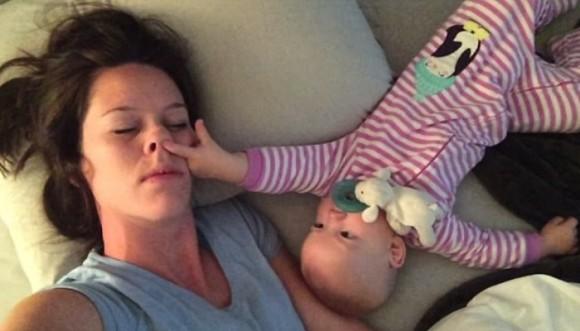 ¿Tu bebé si te deja dormir? (video)