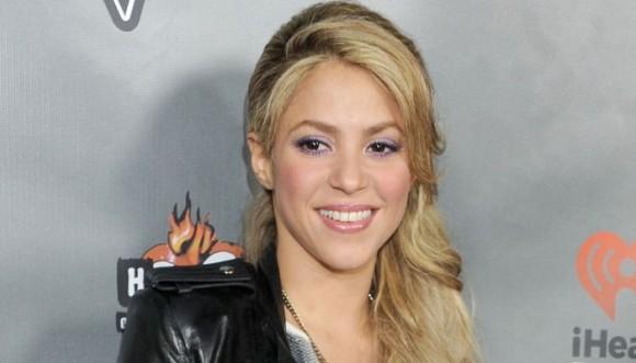 Shakira muestra su barriguita por una buena causa (foto)