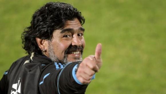Maradona estrena nuevo rostro