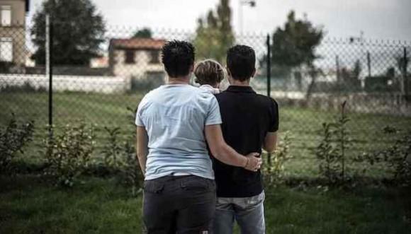 Parejas gay no podrán adoptar niños
