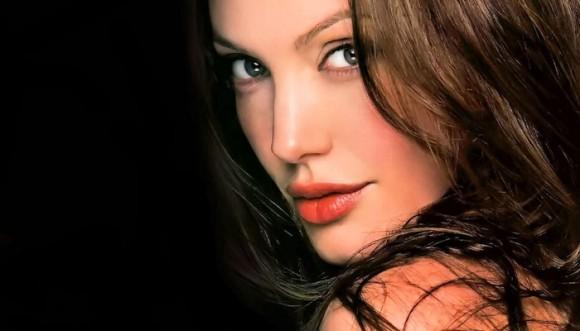 Angelina y una nueva cirugía contra el cáncer