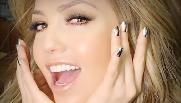 Aprende a hacer las uñas espejo de Thalía (Tutorial)