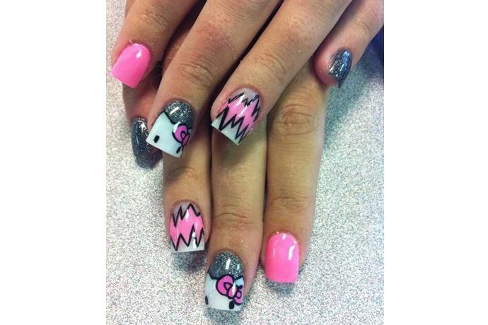 foto de uñas decoradas con estilo hello kitty