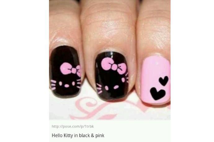foto de uñas decoradas con estilo hello kitty negro