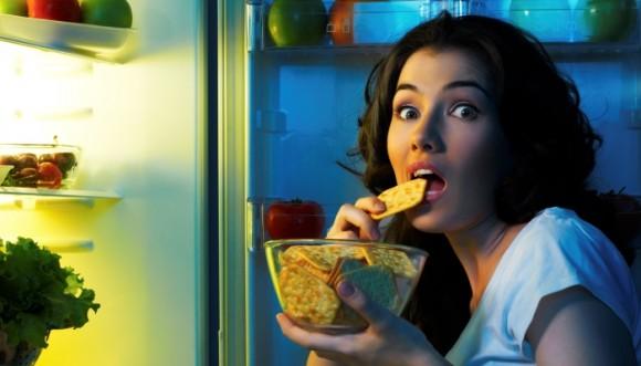 ¿Qué comer y que no por la noche?