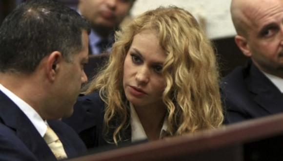 Paulina Rubio es embargada por sus abogados