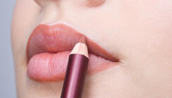 ¿Cómo delinear los labios correctamente?