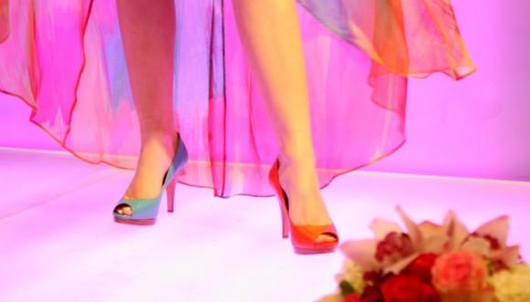 Zapatos dispares: la moda entre las famosas