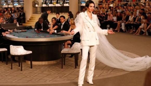 Vestido de novia con pantalón: lo último para casarse a la moda