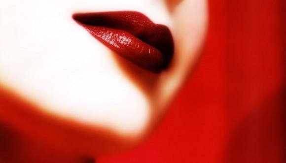 Cómo llevar el rojo de labios perfecto (paso a paso)