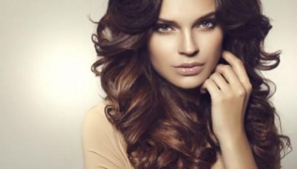 5 técnicas sencillas para hacerte ondas en el cabello (Tutoriales)