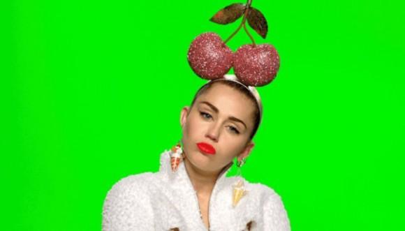 Locas pintas de Miley Cyrus en los premios MTV 2015