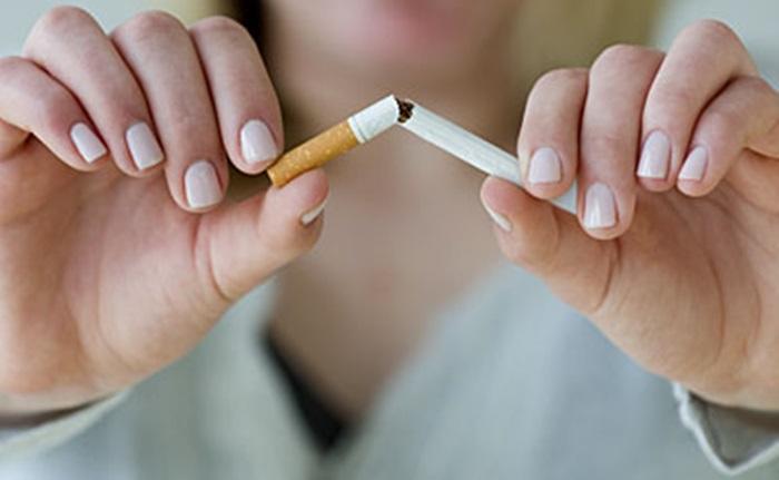 hands breaking cigarette 400x400