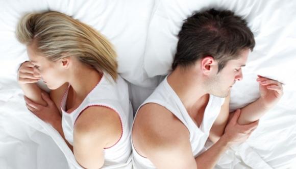 Lado de la cama donde duermes en pareja influye en tu genio