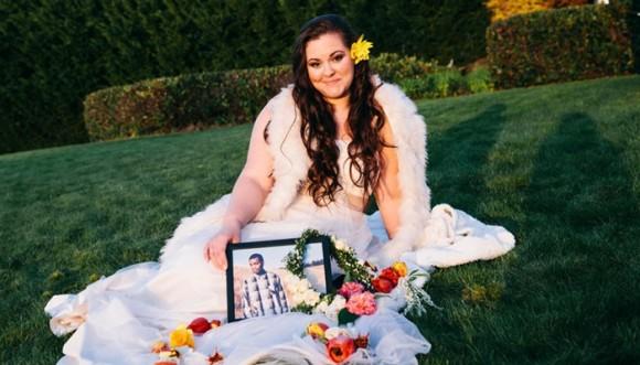 Novia hizo sesión de fotos para su prometido muerto