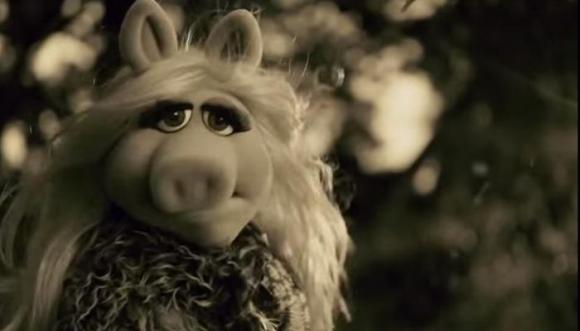 Piggy, con el corazón roto, canta 'Hello', de Adelle