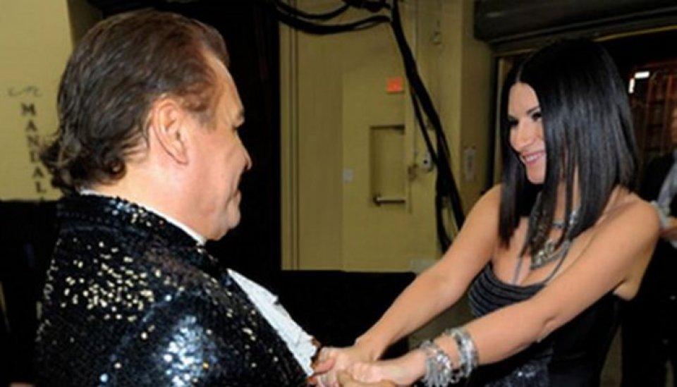 Laura Pausini canta a dúo con Juan Gabriel, hoy de cumpleaños