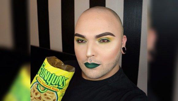 Maquillaje inspirado en paquetes de frituras... ¡Qué raro!