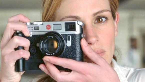 8 cosas que solo les pasan a las mujeres de las películas