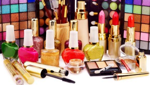 Trucos para que tu maquillaje dure más