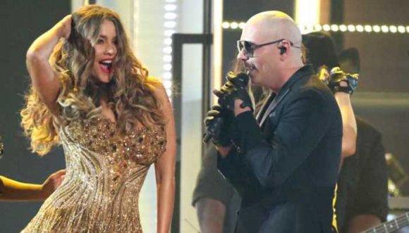 """Sofía se bajó del carro de su esposo y se subió al """"Taxi"""" de Pitbull"""