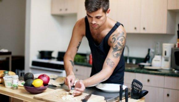 Si tu pareja lava los platos entonces es bueno en la cama