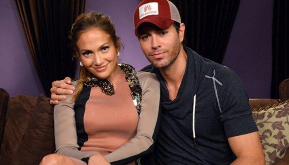 Enrique Iglesias y Jennifer Lopez juntos en un matrimonio