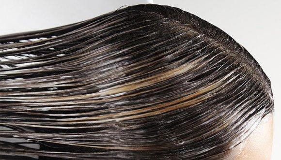 ¿Cómo regresar un pelo tinturado a su color natural?
