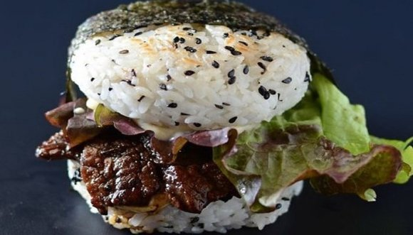 ¿Has oído hablar de la sushiburguesa? ¡Aprende a preparar el plato de moda!