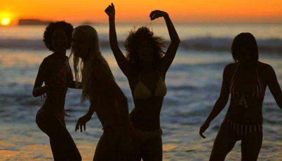 Por bailar sensual en sus vacaciones la despidieron del trabajo, ¿estás de acuerdo?