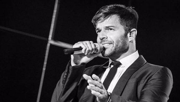 Ricky Martin se comprometió y hasta dio besos