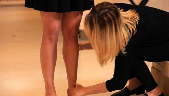 ¿Ahora toca maquillarse las piernas? ¡Para dónde va el mundo!
