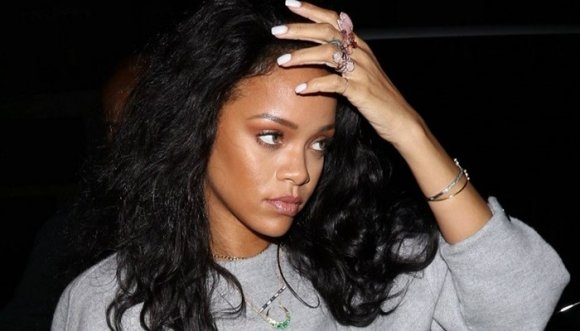 ¿Pagarías un stripper? Rihanna lo hizo, ¡y tenemos el video!