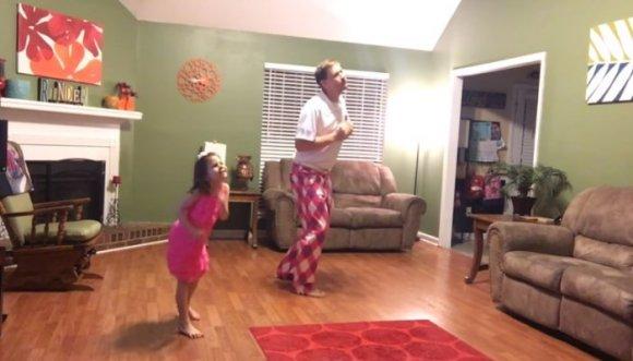 ¡Lo que un padre hace por su hija! Video